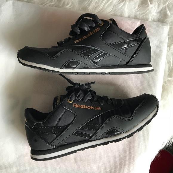 49e6445208e1 Reebok Classic Nylon Slim Lace Up Sneakers. M 5bff4cfd4ab633e35536a953